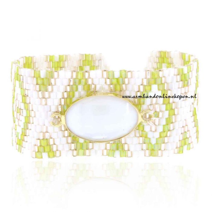 hippe armband met miyuki kraaltjes en witte steen