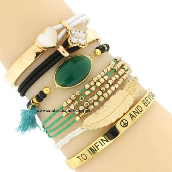 armbandje groen goudkleurige kraaltjes