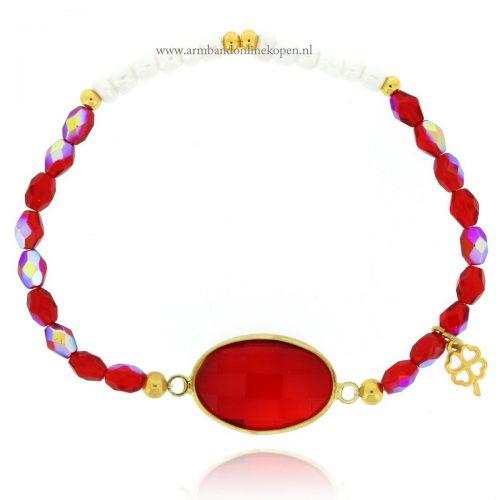 armband rode steen glimmende kraaltjes
