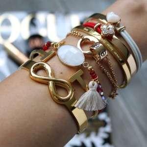 armband witte steen glimmende rode kralen