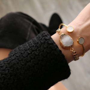 Armband natuur steen wit goud