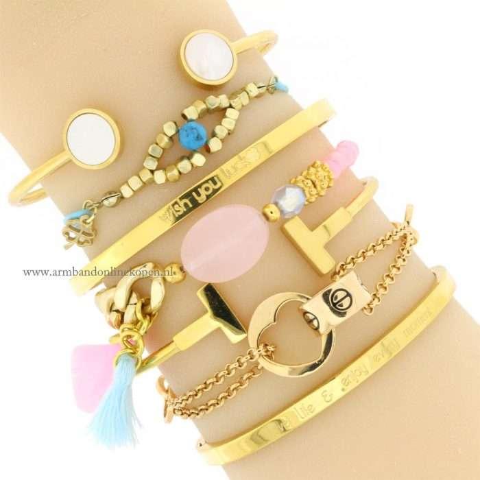 elastiek armband met steen zach roze kwastje en veer pastel