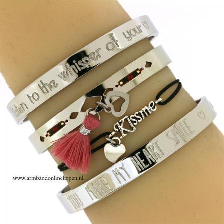 Liefde en Kussjes Armbandje met hartje