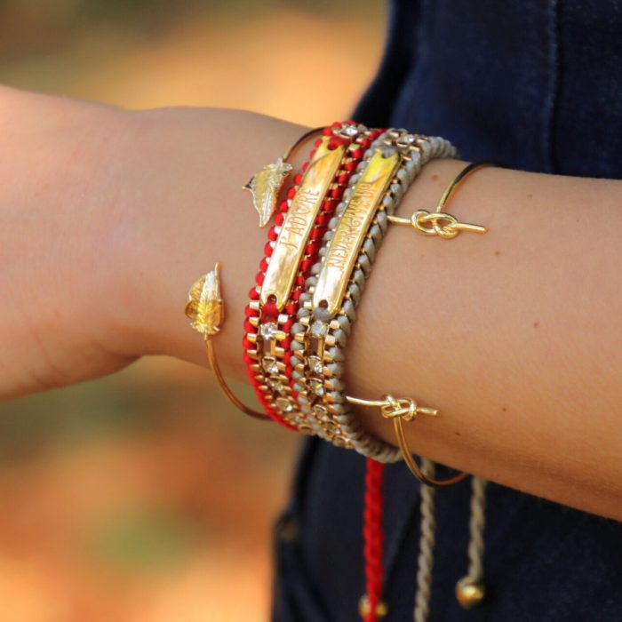 hippe-quotes-armbanden-goud-rood-grijs