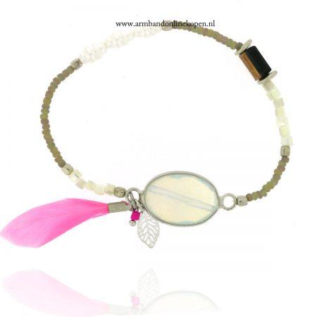 armband steen opalite met roze veer