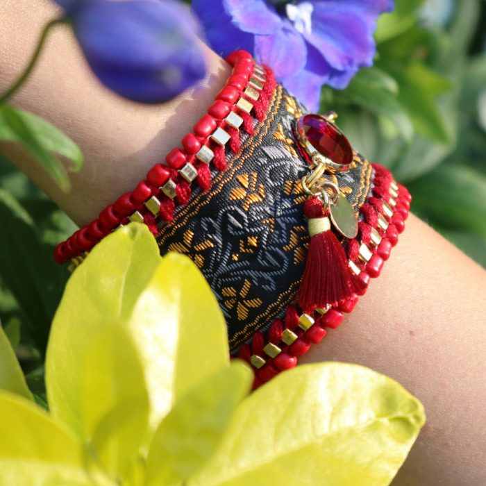 ibiza armband rode steen goud tassel