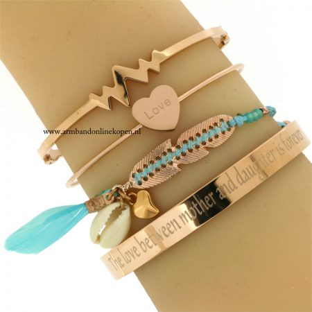 eigen tekst armband the love between a mother and daughter is forever