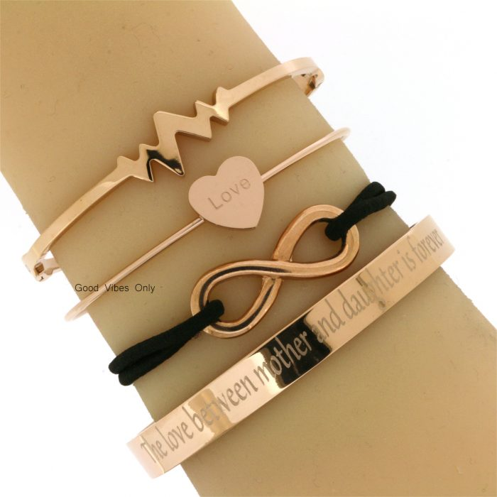 eigen tekst armband the love between a mother and her daughter is forever