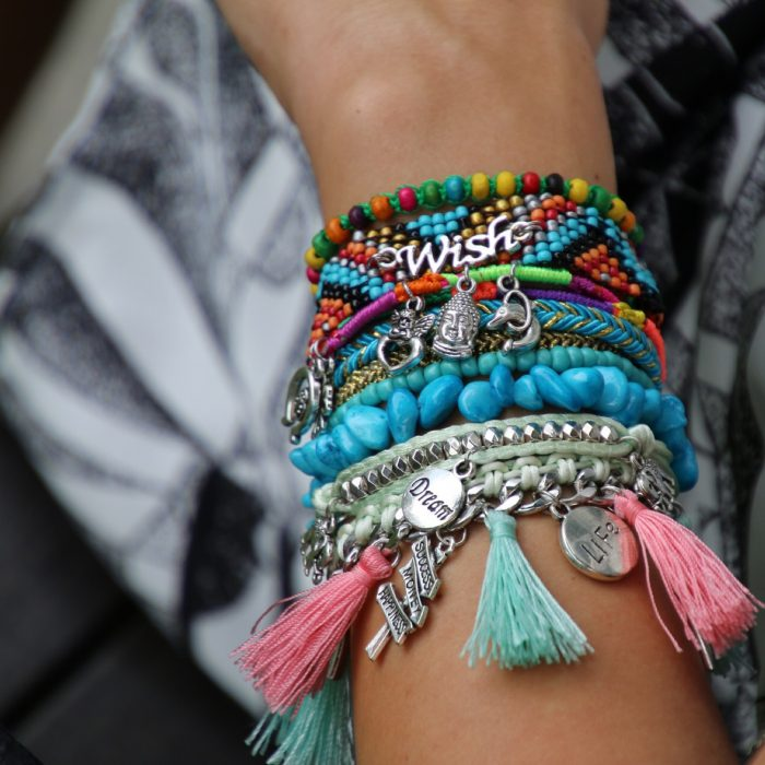 ibiza-armband-met-bedels-wish-tekst