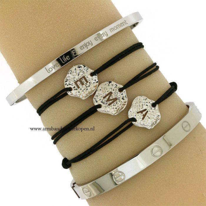 zilverene-armbandjes-met-initiaal