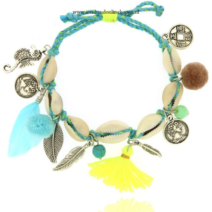 enkelbandjes en armbanden met schelpen munten en veren