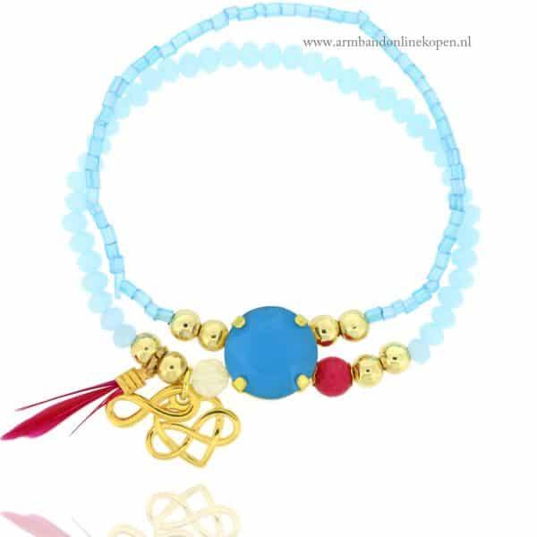 armband kraaltjes blauwe tinten goudkleurige bedels