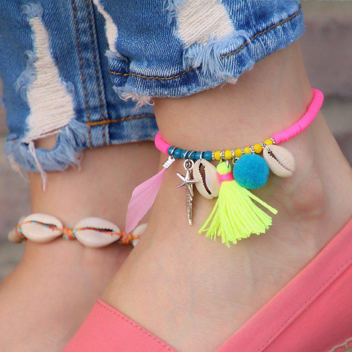 ibiza enkelbandje met schelpjes en frisse kleuren