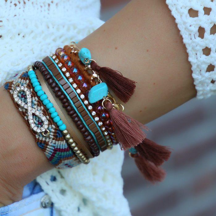 ibiza armbanden bruine tinten met steentjes en kwastjes