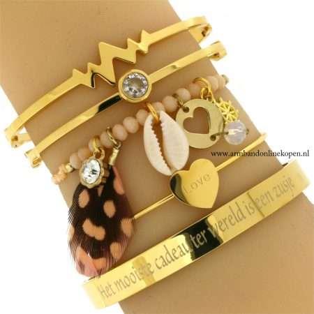 ibiza armbandje met veer schelp en boho details