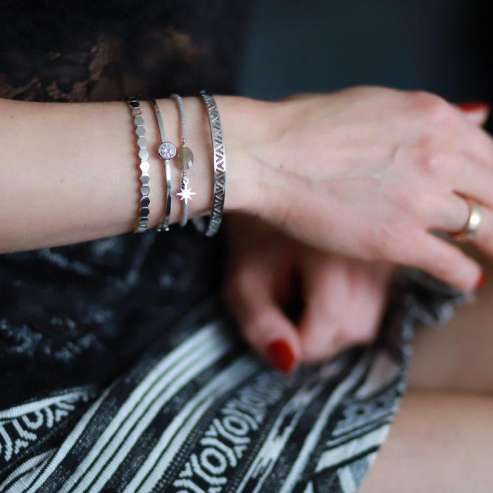 armband met kraaltjes en facet steen taupe