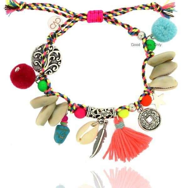 ibiza armband met schelp en zomerse kleurtjes