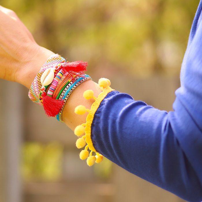ibiza armband rode kwastjes