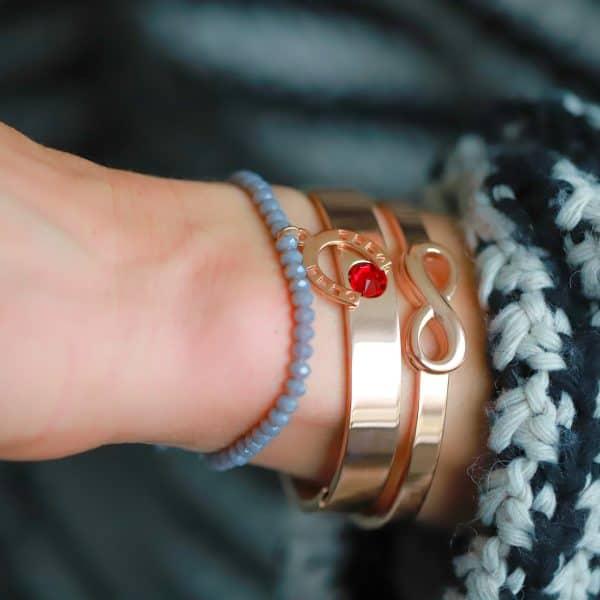 geboortesteen armband met naam juli met geluks hoefijzer armbandje
