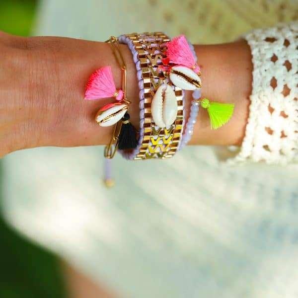 schakels armbandje goud met schelp en kwastjes
